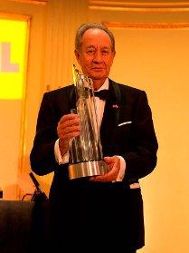 Imagen que muestra a Juan-Miguel Villar Mircon el premio Business Leader of the Year de la cámara de comercio españa-ee.uu.