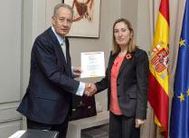 Entrega del premio Nacional de Ingeniería Civil a Juan-Miguel Villar Mir por el secretario de Estado de Infraestructura, Transporte y Vivienda