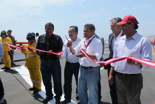 De izquierda a derecha: Jaime Crosby, gerente general de Autopista del Norte, Ollanta Humala, presidente de la República de Perú y José Gallardo, ministro de Transportes y Comunicaciones